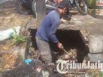 berita-batu-drainase-kota-batu-dibersihkan_20171101_172307.jpg