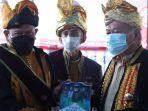 berita-bau-bau-ketua-dpd-ri-saat-menerima-buku-dari-sultan-buton-la-ode-muhammad-izzat-manaarfa.jpg