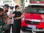 berita-blitar-pjs-wali-kota-blitar-jumadi-menerima-bantuan-satu-unit-mobil-ambulans.jpg