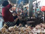 berita-gresik-kamisih-saat-melayani-pembeli-ayam-potong-di-pasar-baru-gresik.jpg