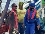 berita-gresik-satpolair-polres-gresik-saat-mengamankan-perahu-nelayan-yang-gunakan-trawl.jpg