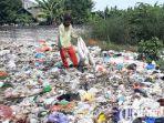 berita-gresik-tumpukan-sampah-berserakan-di-tepi-jalan-nasional-desa-pandanan.jpg