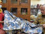 berita-jakarta-lanyalla-mahmud-mattalitti-melihat-saat-mendatangi-pengrajin-batik.jpg