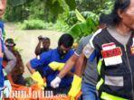 berita-jombang-petugas-evakuasi-mayat-di-semak-semak-sungai-jombang.jpg