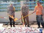 berita-kediri-pemusnahan-barang-ilegal-dan-rokok-di-kantor-bea-cukai-kediri.jpg