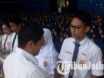 berita-kediri-siswa-dapat-seragam_20170726_193553.jpg