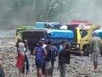berita-kediri-truk-terjabak-di-sungai-ngobo-kediri-gunung-kelud-hujan.jpg
