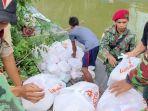 berita-lamongan-para-kader-muhammadiyah-harus-susah-payah-menembus-daerah-banjir.jpg