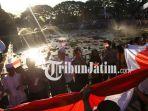 berita-malang-bendera-merah-puti-di-tugu-kota-pahlawan_20180815_185659.jpg