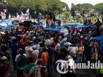 berita-malang-demo-sopir-angkot-tolak-transportasi-online-malang_20170306_110645.jpg