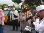 berita-mojokerto-bagikan-gratis-masker-di-kawasan-pacet.jpg