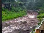 berita-mojokerto-banjir-bandang-di-padusan.jpg