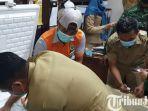 berita-mojokerto-seorang-pegawai-kota-mojokerto-memindahkan-vaksin-covid-19-sinovac.jpg
