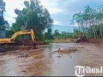 berita-pasuruan-alat-berat-membersihkan-sungai-di-kabupaten-pasuruan.jpg