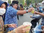 berita-pasuruan-ketua-dpd-nasdem-kabupaten-pasuruan-joko-cahyono-berikan-takjil.jpg
