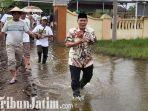 berita-sidoarjo-bacabup-sidoarjo-bambang-haryo-temui-korban-banjir.jpg