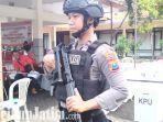 berita-sidoarjo-polisi-bersenjata-lengkap-jaga-di-kecamatan-sidoarjo.jpg