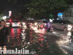 berita-surabaya-banjir-di-jalan-indragiri-surabaya.jpg