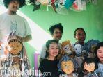berita-surabaya-boneka-flying-balloons-puppet.jpg