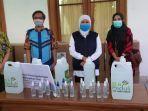 berita-surabaya-general-manager-pln-uid-jatim-menyerahkan-donasi-hand-sanitizer-dan-desifektan.jpg