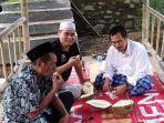 berita-surabaya-gus-baha-sedang-makan-durian-di-jember.jpg