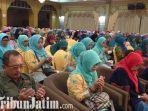 berita-surabaya-ibu-ibu-jumantik-surabaya-berdoa-untuk-gus-sholah.jpg