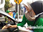 berita-surabaya-mahasiswa-its-lakukn-uji-emisi_20170422_130511.jpg