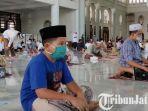 berita-surabaya-para-jamaah-saat-ada-di-masjid-al-akbar-surabaya.jpg