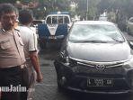 berita-surabaya-pengemudi-brutal-tabrak-sejumlah-pengendara-ditangkap-polrestabes_20180215_154758.jpg