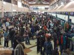 berita-surabaya-penumpang-tersendat-di-bandara-juanda_20171127_091807.jpg