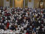 berita-surabaya-salat-tarawih-di-masjid-al-akbar-surabaya.jpg