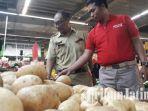 berita-surabaya-satgas-pangan-kunjungi-superindo-surabaya_20170515_173104.jpg