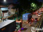 berita-surabaya-sejumlah-kendaraan-besar-melintas-di-jalan-raya-wonokromo-surabaya.jpg