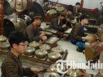 berita-surabaya-siswa-kore-amain-gamelan_20180123_113255.jpg