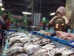 berita-surabaya-suasana-lapak-penjual-ikan-di-wilayah-pasar-besar-kota-malang-sabtu-10102020.jpg