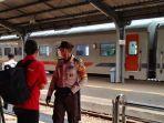 berita-tentang-penumpang-kereta-api-di-stasiun-jember.jpg
