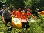 berita-tuban-evakuasi-mayat-di-sungai-tuban_20180403_154750.jpg