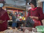 berita-tuban-penjual-daging-ayam-di-pasar-baru-tuban-sabtu-2442021.jpg