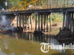 bersih-bersih-sungai-ngasinan-di-bawah-jembatan-bendorejo-trenggalek.jpg