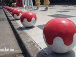 bola-bola-pengaman-pedestrian-surabaya-kemerdekaan-ri_20180731_141435.jpg