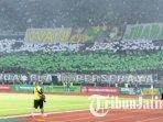 bonek-penuhi-stadion-gelora-bung-tomo-surabaya-saat-laga-persahabatan-persebaya-vs-persis-solo-2.jpg