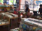 book-fair-on-station-di-stasiun-gubeng.jpg