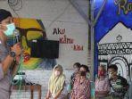 bripka-agus-budiono-anggota-gus-durian-saat-memimpin-acara-peringatan-hari-lansia.jpg