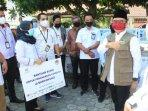bumn-menyalurkan-bantuan-apd-untuk-fasilitas-kesehatan-di-banyuwangi-abdullah-azwar-anas.jpg
