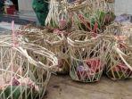 bungkusan-daging-kurban-atau-daging-kambing-menggunakan-keranjang-bambu.jpg