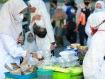 bupati-banyuwangi-ipuk-fiestiandani-saat-meluncurkan-pasar-takjil-pasti-ramadan.jpg