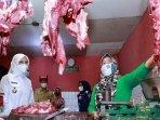 bupati-banyuwangi-ipuk-fiestiandani-tinjau-harga-bahan-pokok-di-pasar-rogojampi-saat-bulan-ramadan.jpg