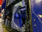 bus-arema-fc-diserang-segerombolan-orang-tidak-dikenal-di-depan-hotel-new-saphir-yogyakarta.jpg