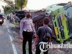 bus-bagong-truk-dan-sepeda-motor-terlibat-kecelakaan-di-kabupaten-kediri-truk-terguling.jpg