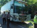 bus-mira-tabrak-motor-di-jalan-surabaya-madiun-tepatnya-di-desa-sidorejo-saradan-madiun.jpg